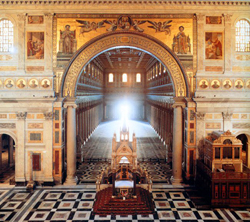 <b>Vista all'interno della Basilica di San Giovanni in Laterano</b>