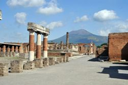 <b>Pompeii ruins and the Vesuvius</b>