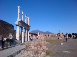 Pompeii-Positano-Sorrento-Capri  tour with TREDYTOURS: The forum in Pompeii with its colonnade
