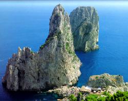 Capri tour with TREDYTOURS: The southern coast of Capri with the Faraglioni Rocks